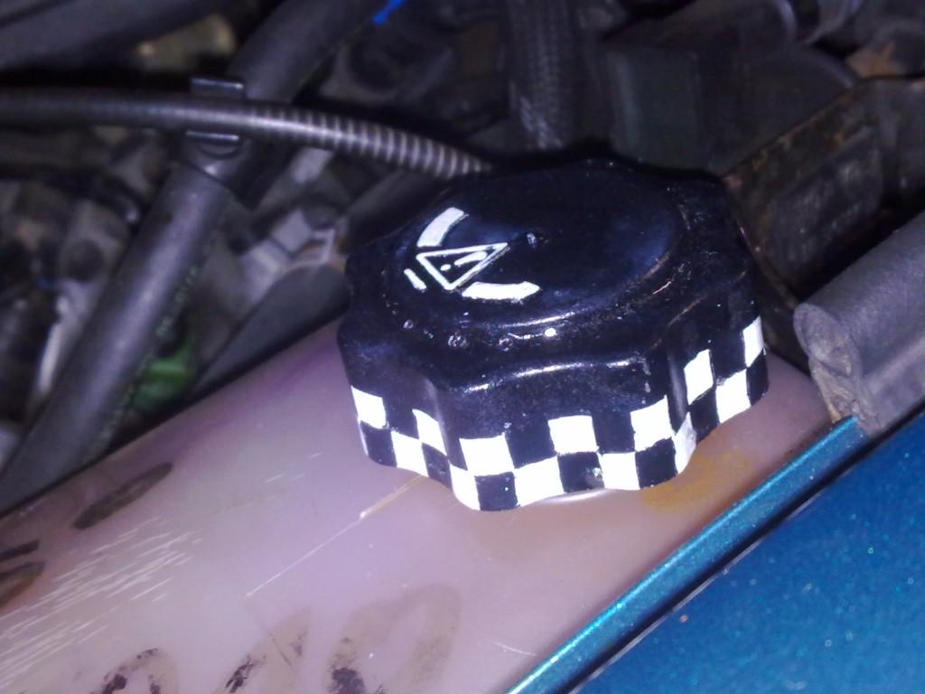 Ausgleichsbehälterdeckel im motor