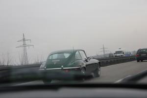 Ein Jaguar F-Type auf der A8